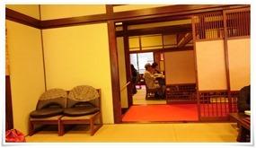 椅子席も完備@吉宗(よっそう)浜町本店