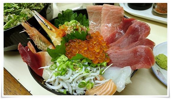 海鮮まぐろ丼アップ@こずえ食堂
