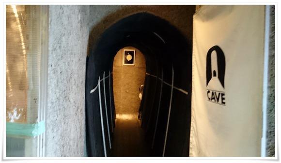 店内入口@BAR CAVE(ケイブ)