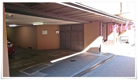 旅館横の駐車場@旅館 やまの湯