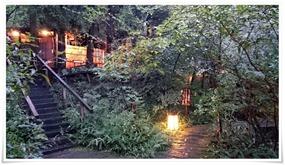 茂みの先に露天風呂@やまと旅館