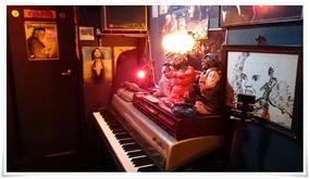 ピアノ完備@Bar Memphis Train