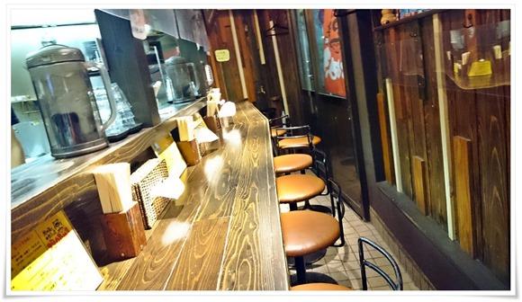 カウンター席@担々麺と水餃子の店 担々たぬき
