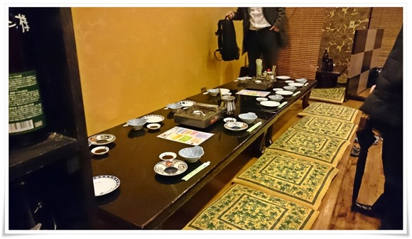 テーブル席@焼鳥 梵久楽