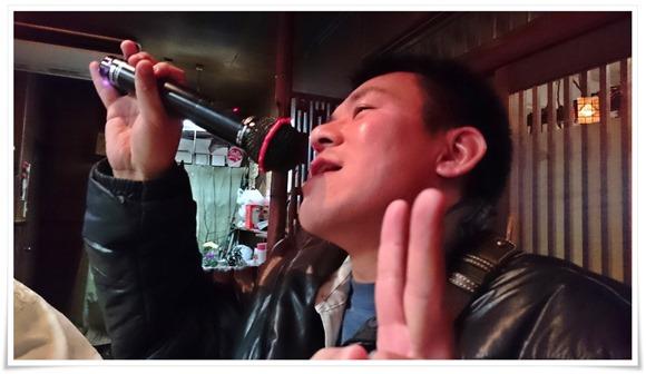 熱唱中のケンシロウ様@焼とり まゆみ