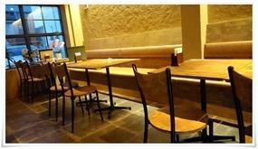 テーブル席@鶏工房BARNHOF(バーンホーフ)