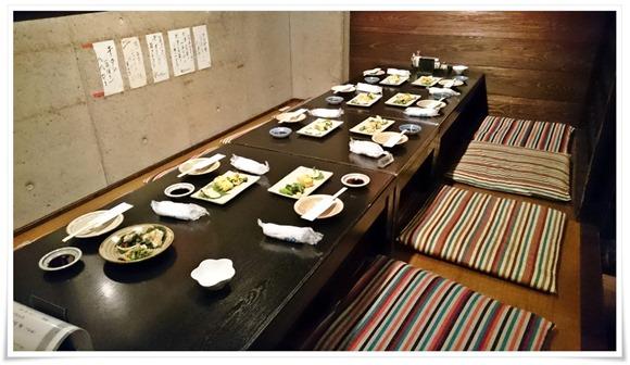 掘り炬燵式テーブル席@居酒屋 無限(むげん)
