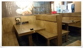 奥のテーブル席@二代目とも屋 門司店