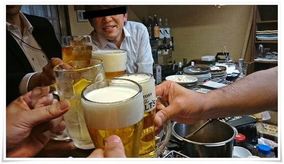 乾杯するオヤジA@遊酒食堂 宇都宮(うつのみや)