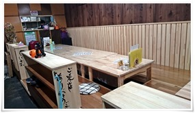 掘り炬燵テーブル席@鉄板焼鶏いしちゃん