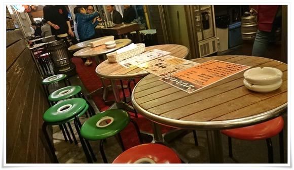 隣の店舗のテーブル@小倉十三区