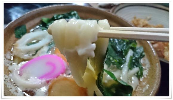 鍋焼きうどんの麺@味の民芸 かおる屋