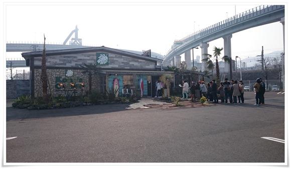 開店前の行列@コナズ珈琲 八幡店