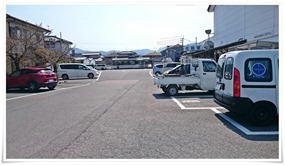 駐車場左サイド@牧のうどん 加布里本店