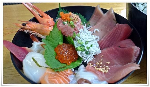海鮮丼が半端ないで有名な「こずえ食堂」@小倉北区西港~牛すじ肉うどんもかなりイケてます!