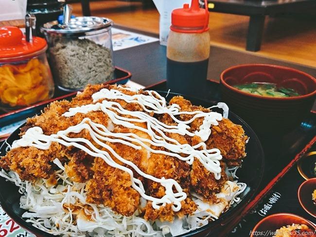 マヨ投入のソースチキンカツ丼