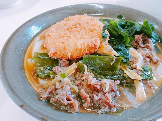 肉うどん+コロッケ@牧のうどん 三川内店
