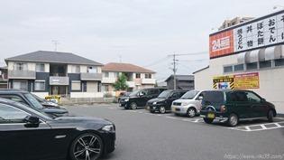 店舗前駐車場@資さんうどん中間店