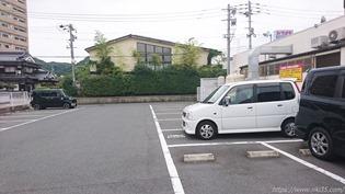 店舗裏手駐車場@資さんうどん中間店
