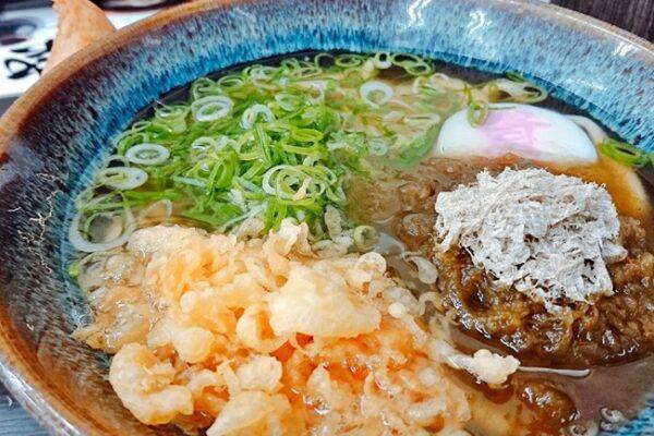 【資チャレ⑥】資さんうどん鞘ヶ谷店にて初の「山菜ジャンボいなり」を喰らう!ボリューム満点でした。