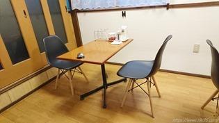 テーブル席@ぽるんがのカレー屋