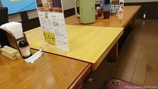 テーブル席@辛味噌鉄板スタミナ亭