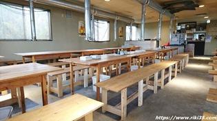 木製のテーブル@牡蠣の蔵
