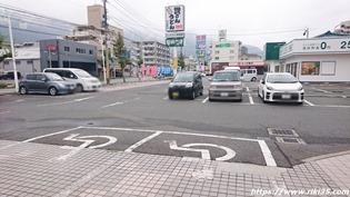 店舗前駐車場@資さんうどん宇佐町店