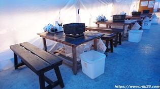 木製のテーブル@カキ小屋永光丸