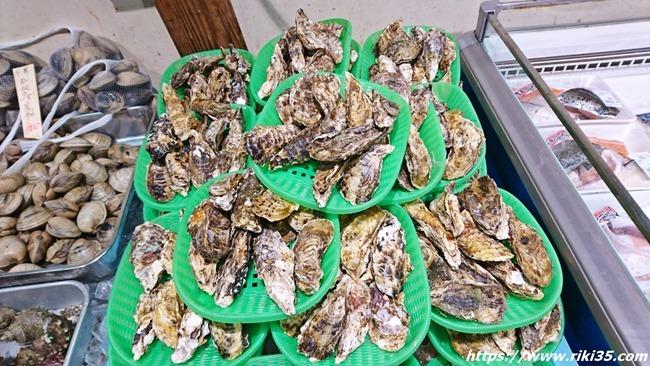 牡蠣の山@お魚直売所 とと市場