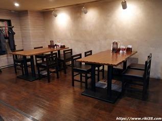 テーブル席@旭川ラーメン なまら食堂