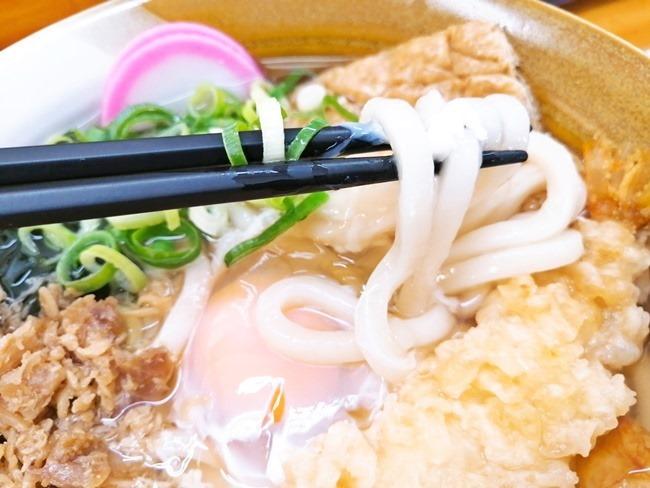 麺は冷凍麺を使用@折尾本社うどん店