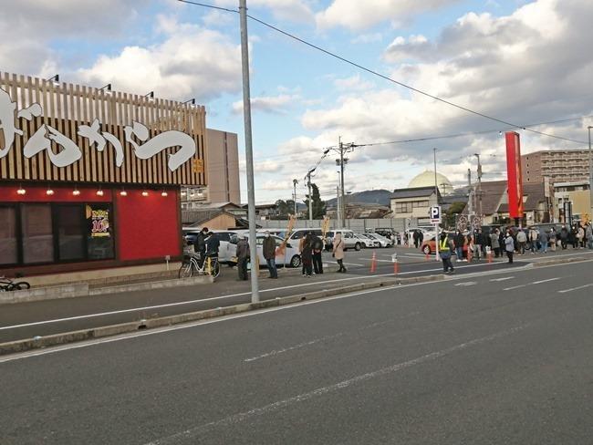 オープン時の行列@旭川味噌ラーメンばんから陣原店